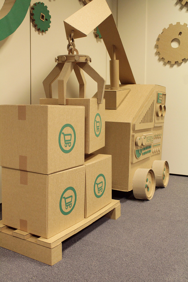 Oupas Design Creative Machines cardboard exhibition design _007