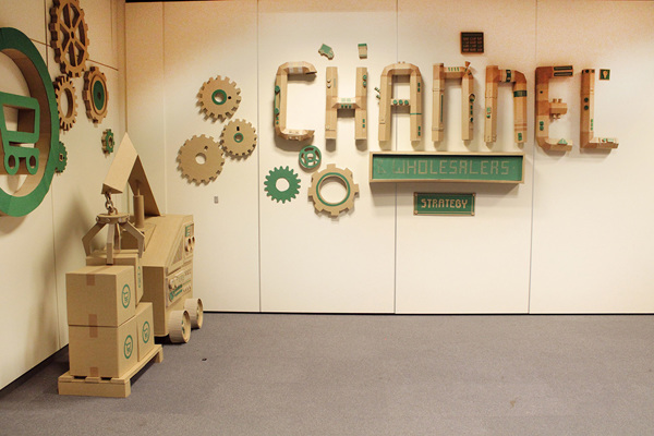 Oupas Design Creative Machines cardboard exhibition design _009