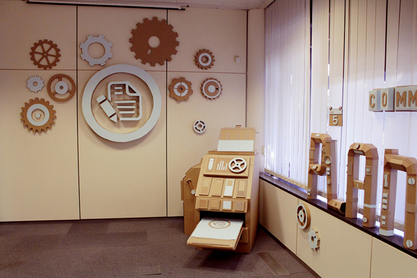 Oupas Design Creative Machines cardboard exhibition design _014